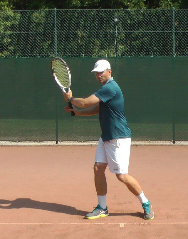 Kĩ thuật đánh tennis thuận tay