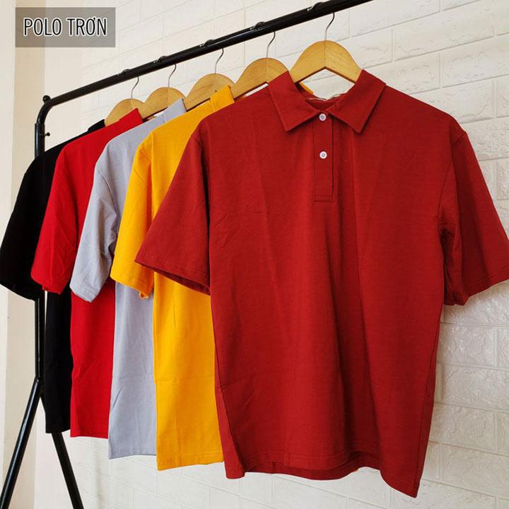 áo lớp polo được treo ngăn ngắn bằng móc